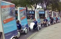海外のエコ自転車広告導入事例:ズラリと並ぶエコプロモーション車