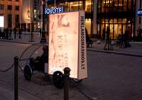 海外のエコ自転車広告導入事例:高輝度LEDライトを400個以上搭載で、夜も光るエコ自転車広告