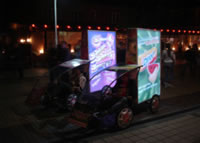 海外のエコ自転車広告導入事例:どんなに暗くても、目立つエコ自転車広告