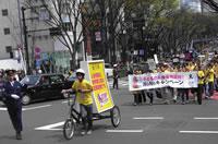 エコ自転車広告の導入事例・実績事例:東京・アースデイパレードを先導